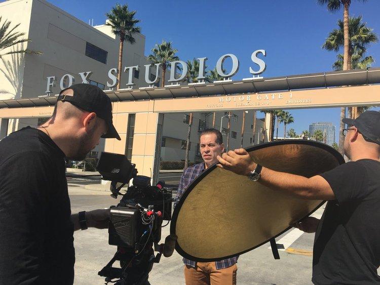 NÃO SE ACEITAM DEVOLUÇÕES: PRODUÇÃO BRASILEIRA FILMA EM LOS ANGELES